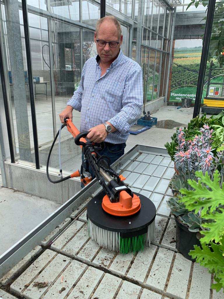 De Wallee PRO reinigingsmachine voor horizontale en verticale oppervlaktes